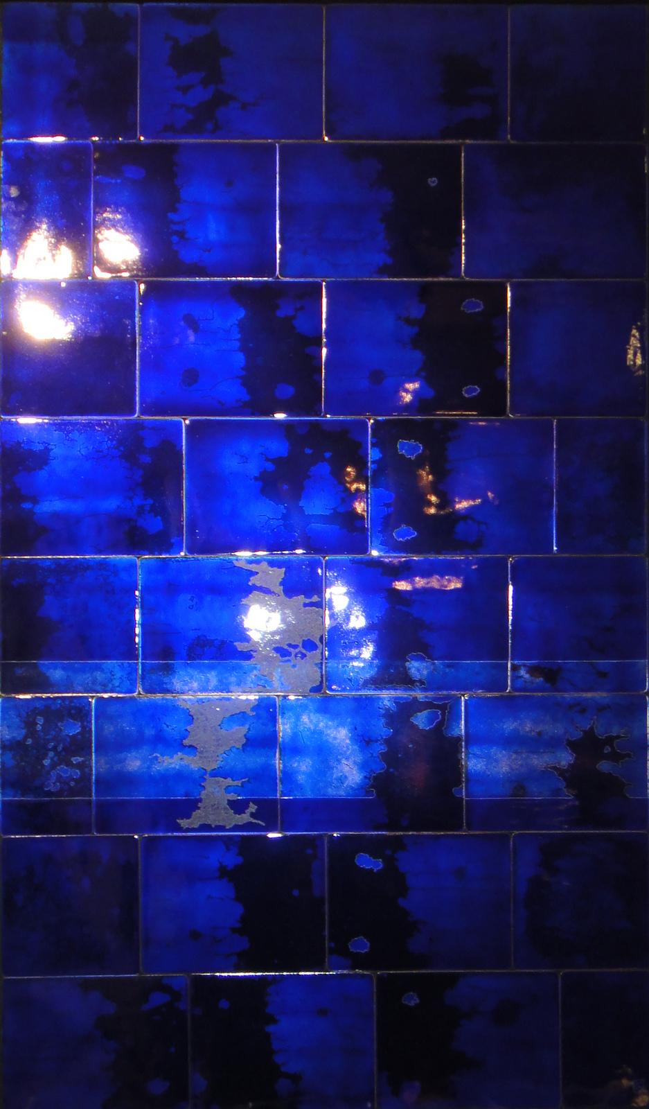 Mur monochrome bleu, émail transparent, 2011, Christophe Mirande
