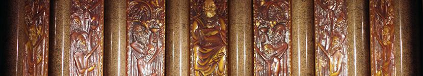 Détail du retable de l'église de St Odile, Paris. (1938 – 1945) par Robert BARRIOT. Composé de 7 panneaux de 3,17m sur 0,7m. Cuivre repoussé et émail transparent.