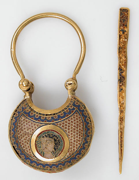 Temple Pendant and Stick, or et émail cloisonné, 12ieme siècle, MET, New-York, 4.9x2.4cm Face
