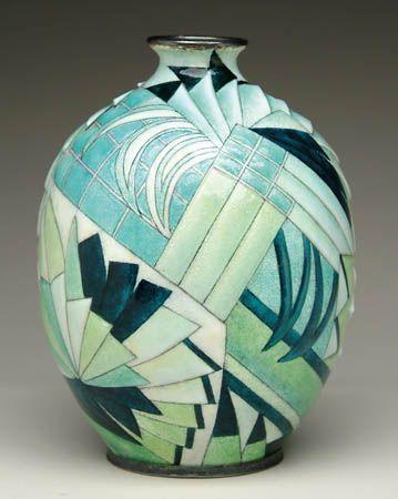Vase Art Deco émaillé dans les ton vert, signé C. Fauré Limoges France, vers 1930/.