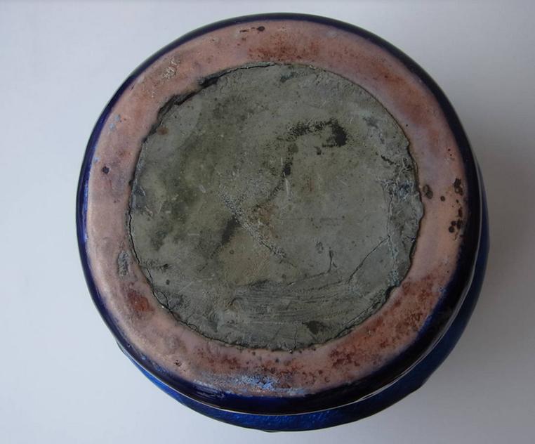 Vase Fauré en cuivre sans fond, rebouché après cuisson.