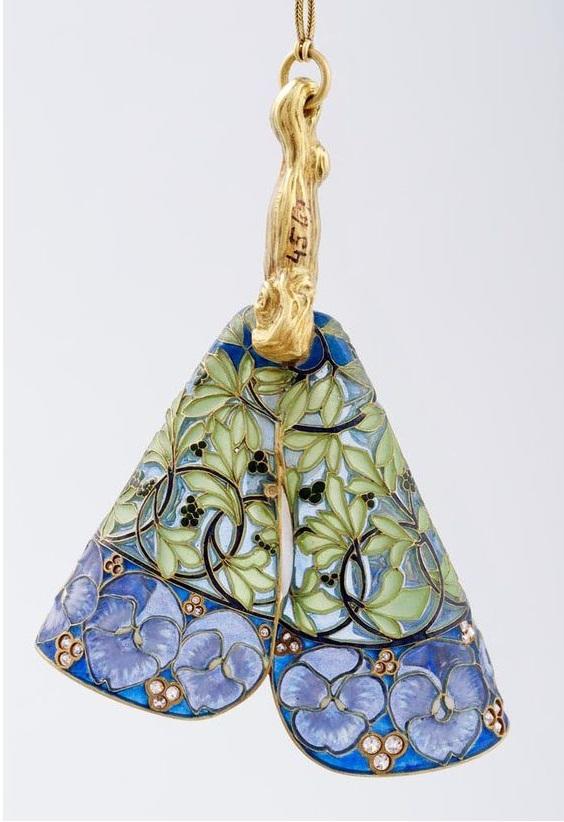 Boucles d'oreille avec verre, or, émail en plique-à-jour, design par René Lalique, 1900.