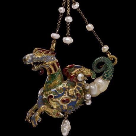 Renaissance : Pendentif à deux chaînes en forme de dragon